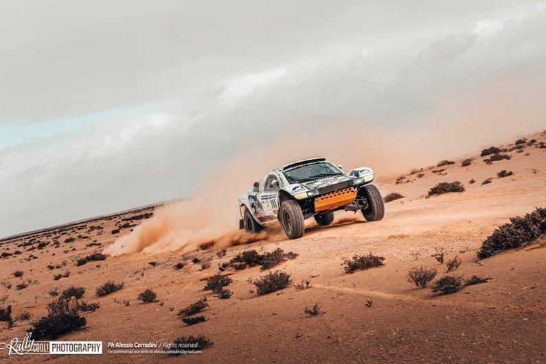 carrera coches desierto