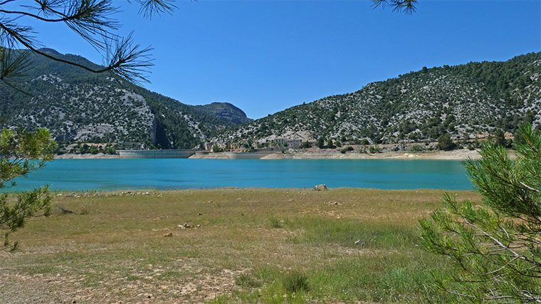lago cerca