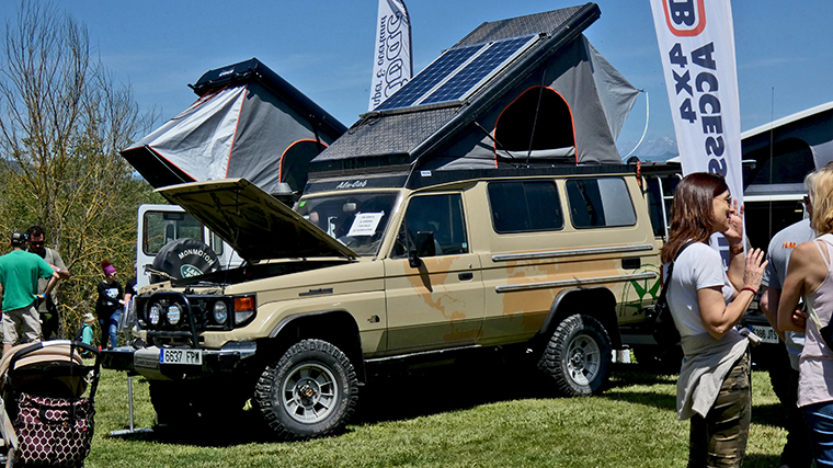VI-meeting-camper